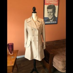 DKNY fitted lightweight tan trench coat